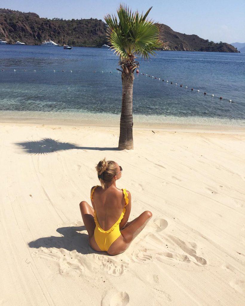 Валерия Бойко на пляже