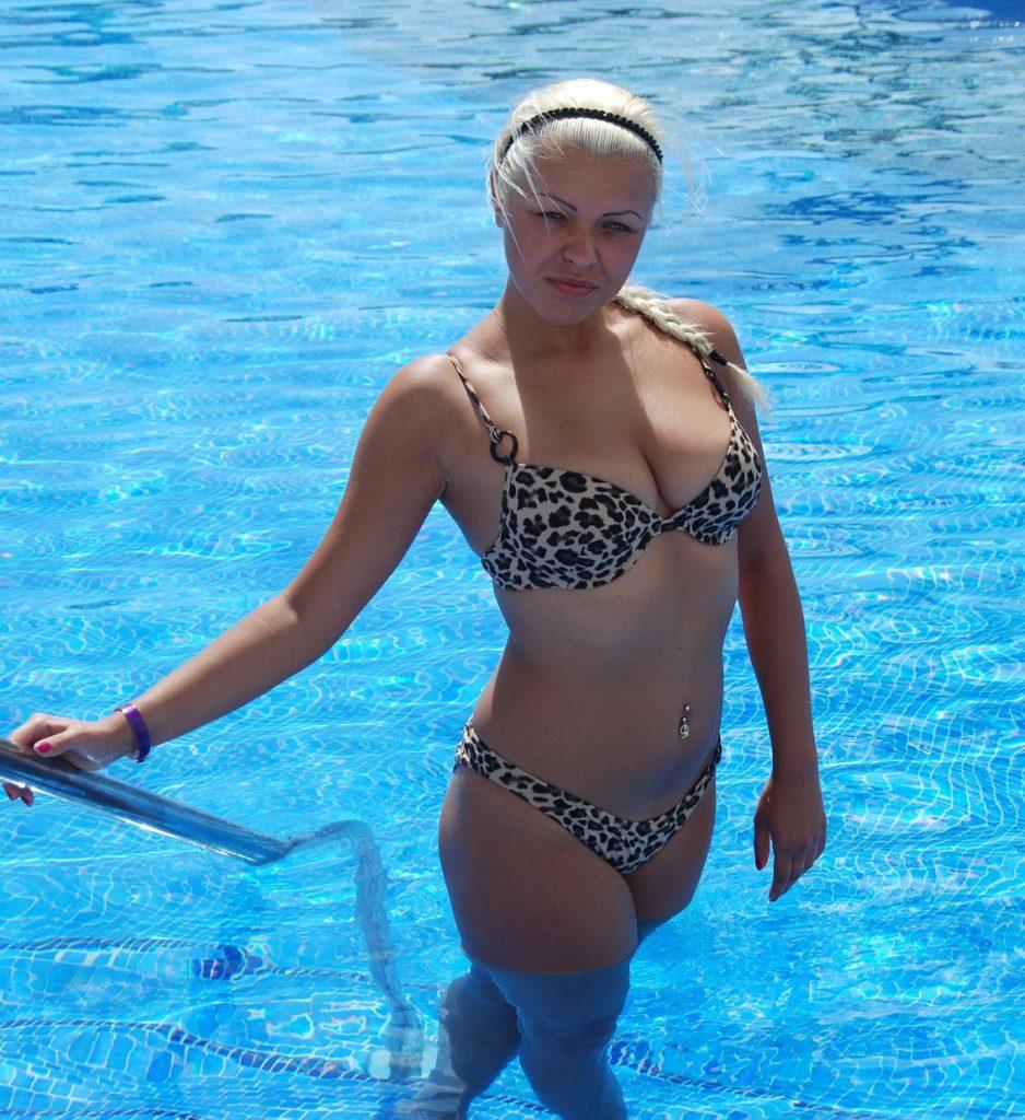 жена Барулина в купальнике