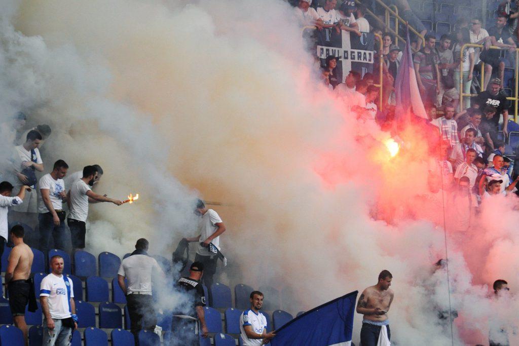 фанаты Днепра сорвали матч