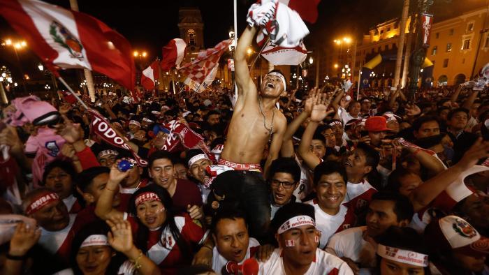 болельщики Перу