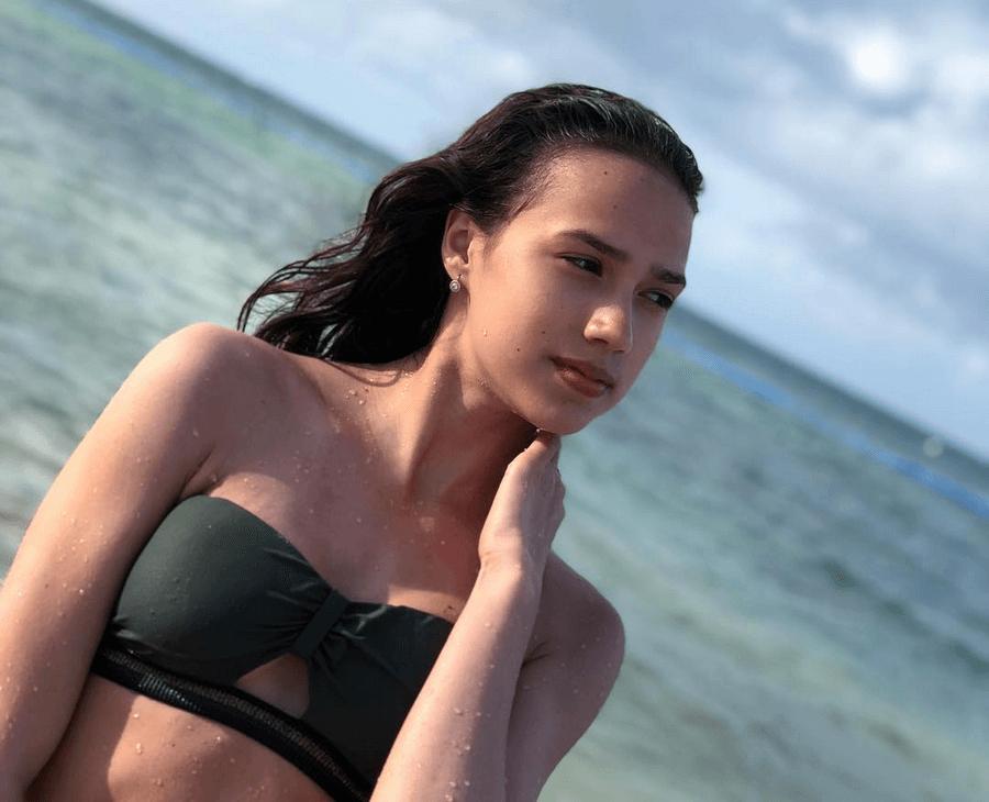 Алина Загитова в купальнике