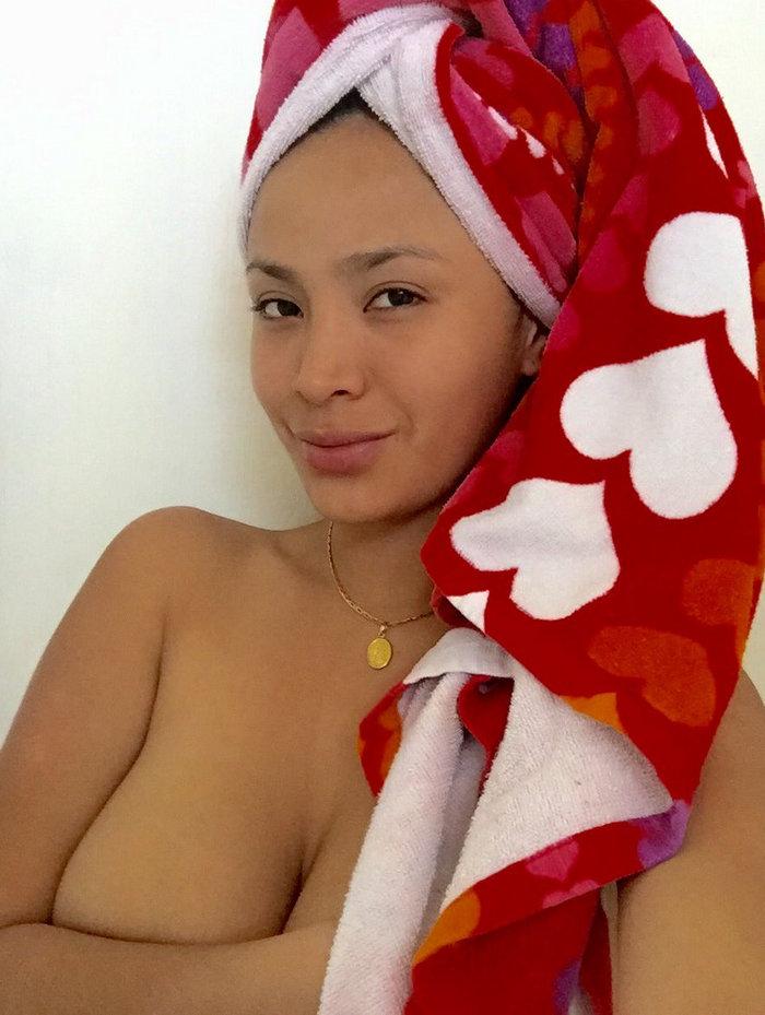 Ниссу Каути без одежды