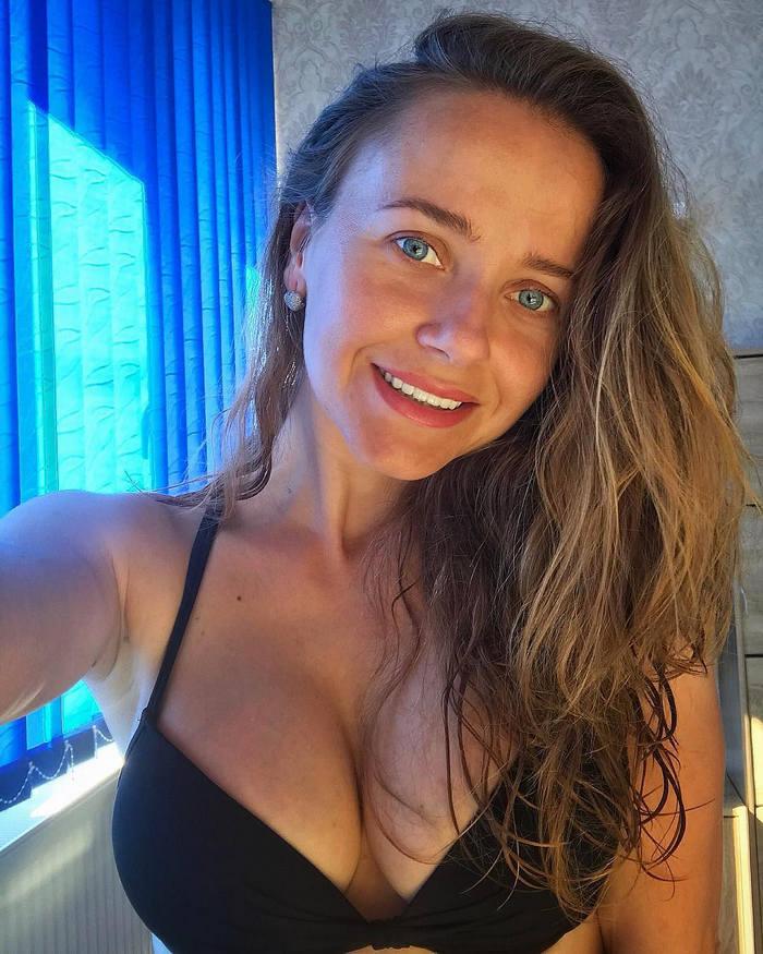 Lucia Omnomnom tits