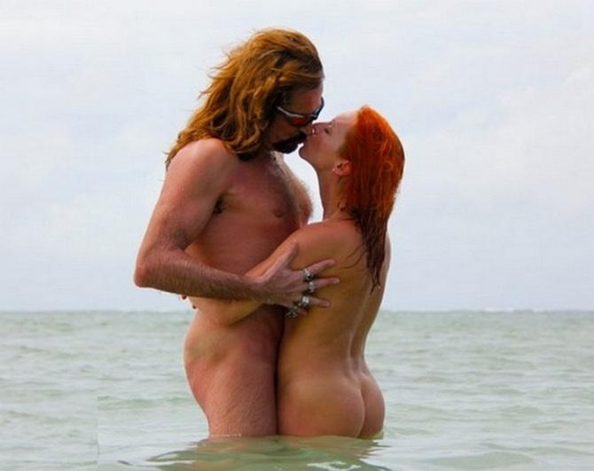 Голый Джигурда с девушкой